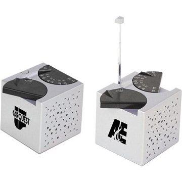 ''The Cube'' AM/FM Desk Radio